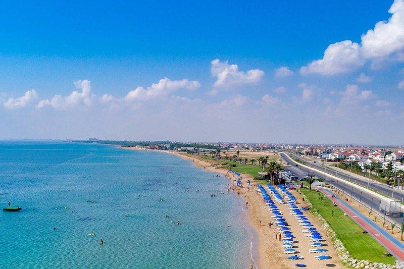 1 Bed Apartment at Caesar Resort Cyprus, holiday rental in Trikomo
