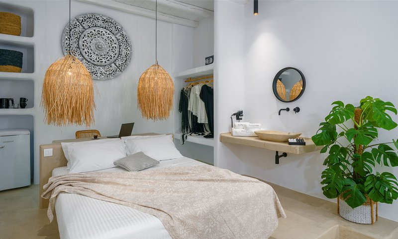 Euphoria Chora Naxos Deluxe Suite, holiday rental in Agkidia