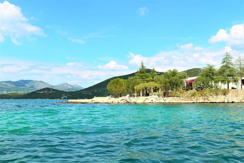 Vacation Villa with a private beach in Croatia at Dubrovnik Riviera for sole use, aluguéis de temporada em Putnikovic