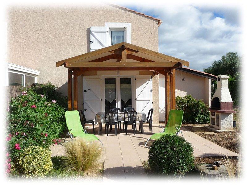 Villa AdrYvone climatisée 2 étoiles avec jardin à 3 km de la mer, holiday rental in Mireval