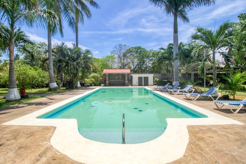 New listing! Villa w/ shared pool & beautiful gardens - walk to the beach!, vacation rental in Puntarenas