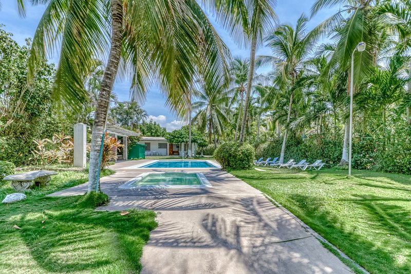 New listing! Relaxing Villa w/ shared pool & great location, access to the beach, vacation rental in Puntarenas