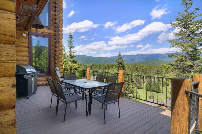 Luxurious lodge w/ gorgeous mountain views and a private hot tub, aluguéis de temporada em Coles Corner