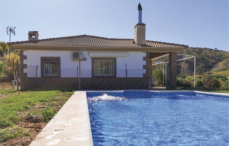 Nice home in Olveras with Outdoor swimming pool, Outdoor swimming pool and 4 Bed, holiday rental in Moron de la Frontera