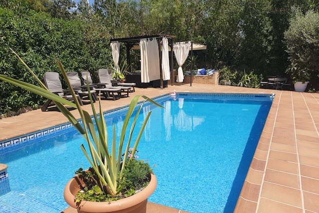 Amazing villa with swimming-pool, aluguéis de temporada em Les Gunyoles