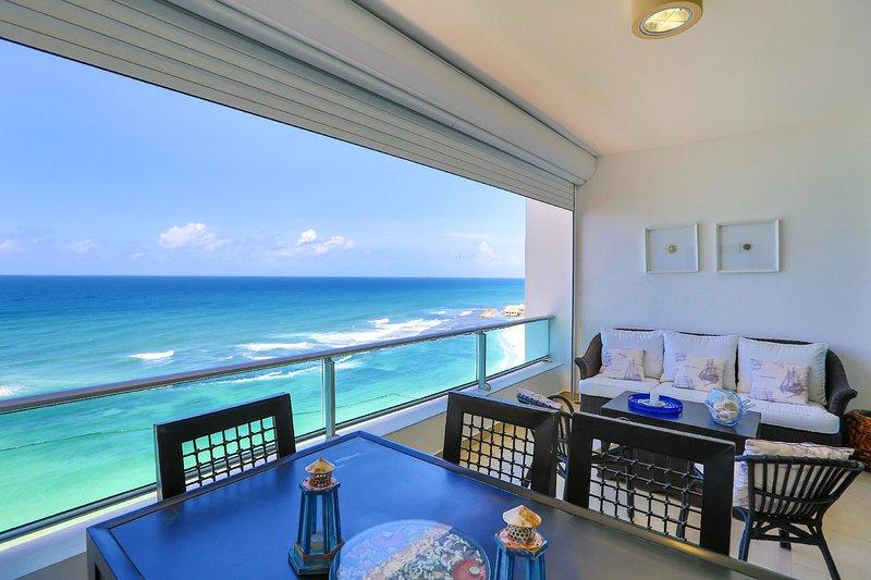 Beachfront Apt with beautiful view and decor, holiday rental in San Pedro de Macoris