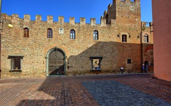 Appartamento 3 Palazzo Stiozzi Ridolfi Certaldo Alto, holiday rental in Badia a Cerreto