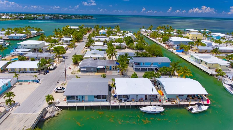 Reel Therapy 2&4 -2bed/2bath updated full duplex w/40`dockage & Trailer Parking, holiday rental in Grassy Key