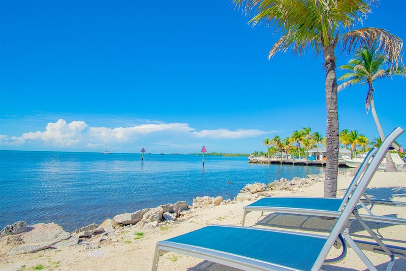 Marathon Beach Club gulfside A202 2/2, vacation rental in Marathon Shores