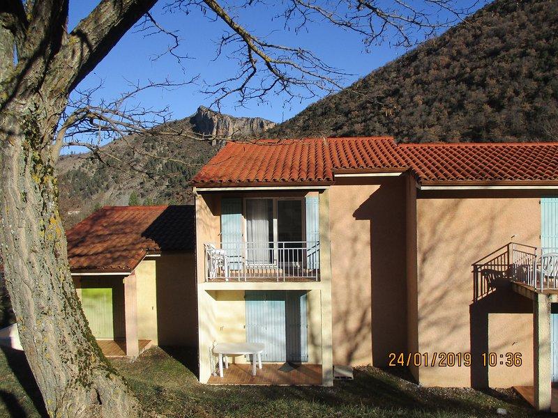 Vallon des sources :2 pièces 32m2 WIFI,PK (800m Thermes )libre du 14/09 au 6 /10, holiday rental in Thorame-Basse