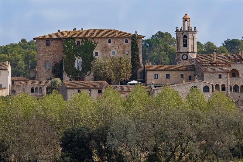 El privilegio de alojarse en un castillo. Celebraciones, eventos y rodajes, aluguéis de temporada em Sant Mori