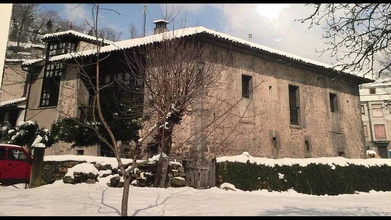 Palacio La Casona del Xerrón. Se alquila la casa entera, desde 6 a 14 personas., holiday rental in San Julian