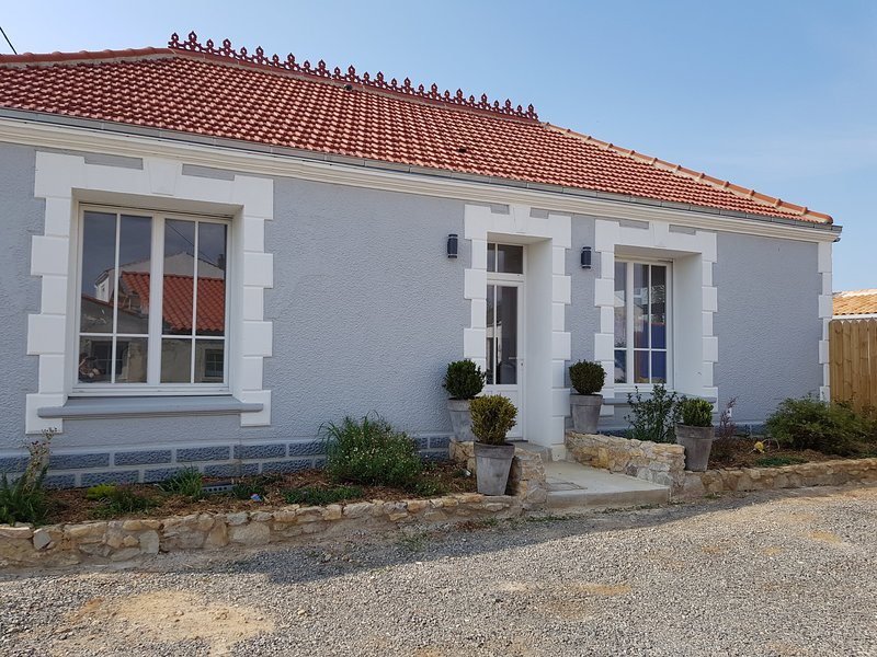 Beautiful house with garden, vacation rental in Brem Sur Mer