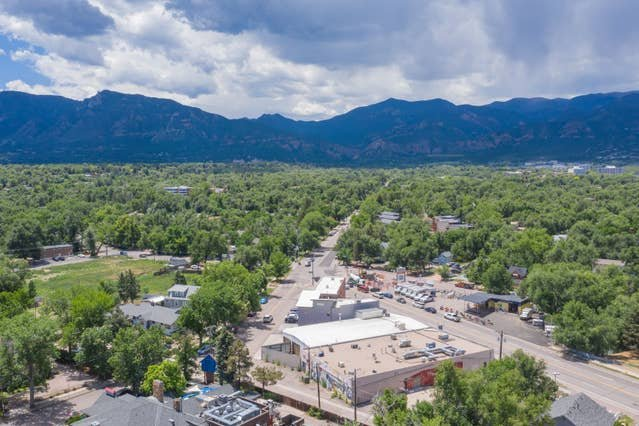 The Broadmoor, the Cheyenne Mountain Zoo, Cheyenne Cañon … just a mile up the road!