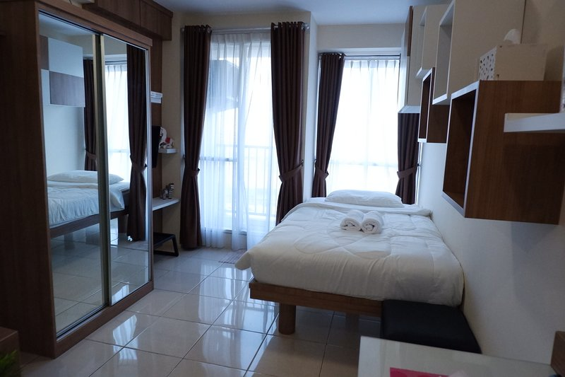 Cozy Studio Tifolia Apartment by PinManage, Very Great Location, holiday rental in Bekasi