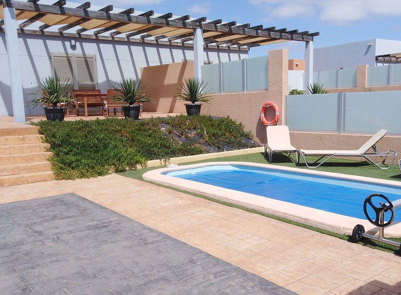 Luxery Golf/Beach Villa with private heated swimmingpool, location de vacances à Pozo Negro