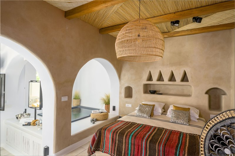 Euphoria Chora Naxos Executive Suite With Jacuzzi, holiday rental in Agkidia