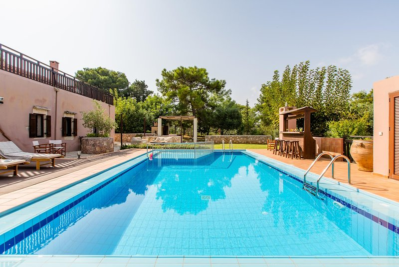 Korakies Villa Sleeps 6 with Pool Air Con and WiFi - 5604882, alquiler de vacaciones en Kounoupidiana