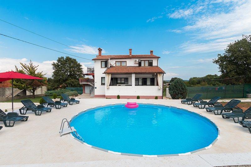 Holiday Countryside Apartment 'Lara II', village Škitača, aluguéis de temporada em Barban