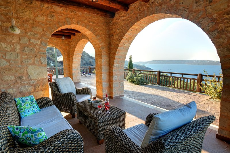 Aptera Villa Sleeps 6 with Pool Air Con and WiFi - 5604894, holiday rental in Aptera