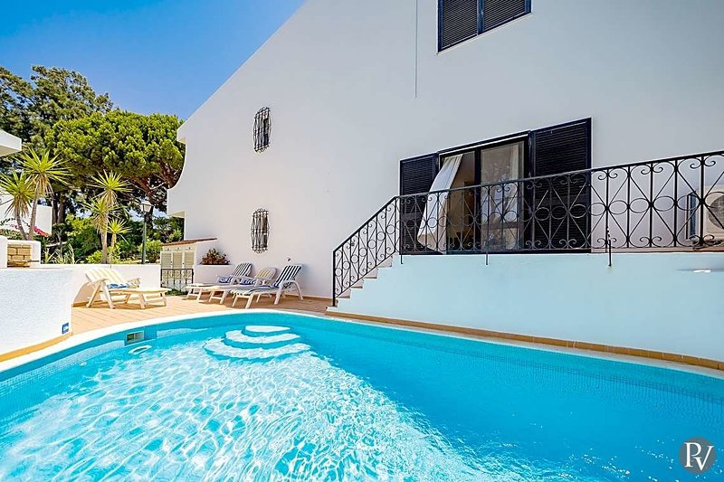Quinta do Lago Apartment Sleeps 4 with Pool Air Con and WiFi - 5570294, location de vacances à Vale do Garrao