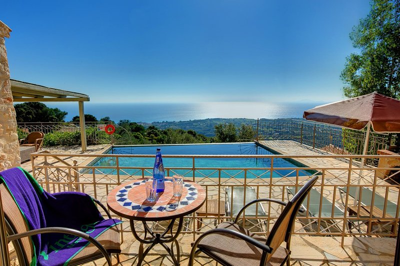 Fanies Villa Sleeps 4 with Pool Air Con and WiFi - 5604822, vacation rental in Ratzaklí