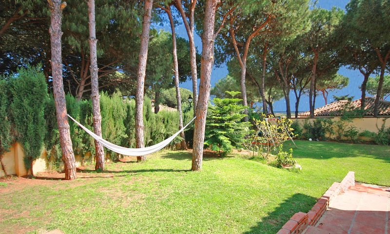 Marbella Villa Sleeps 15 with Pool Air Con and WiFi - 5700426, vacation rental in Artola