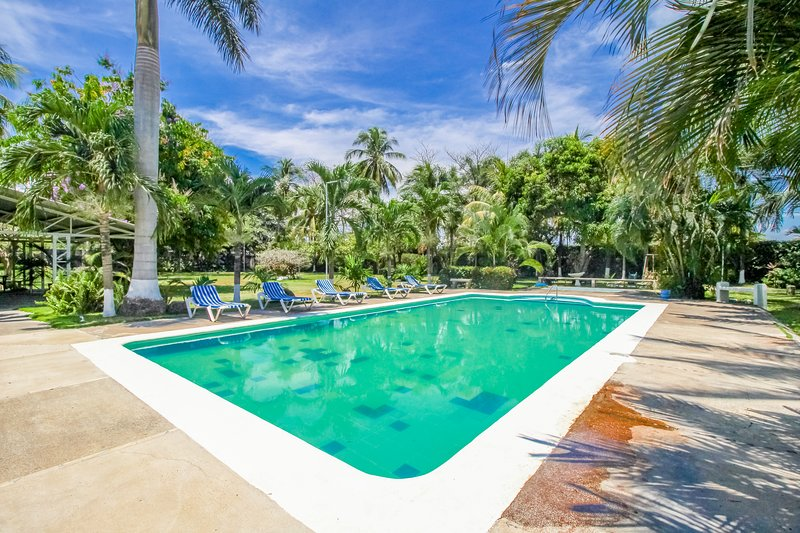 Villa with terrace, shared pool & community gardens - walk to beach!, vacation rental in Puntarenas