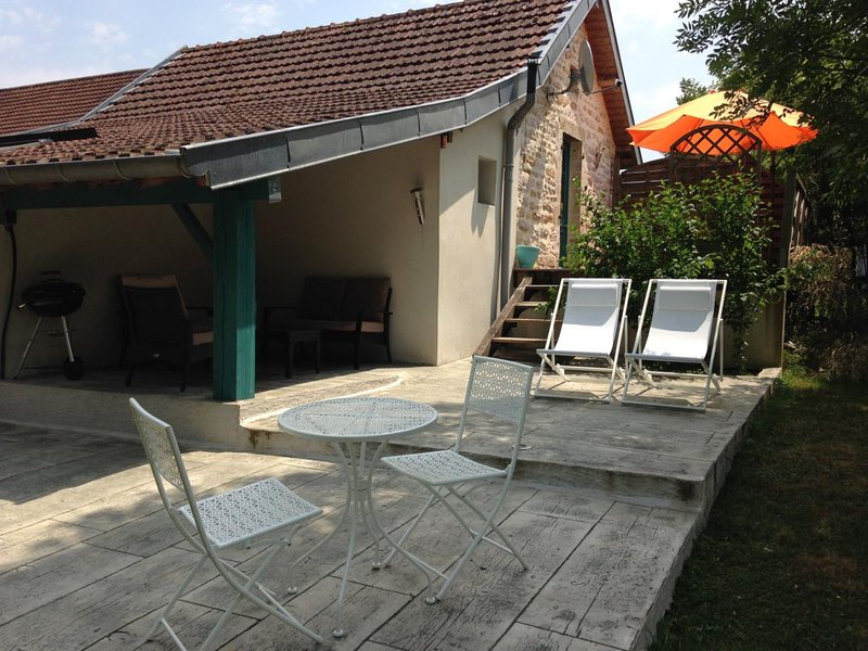 Beautiful house with terrace, holiday rental in Dole