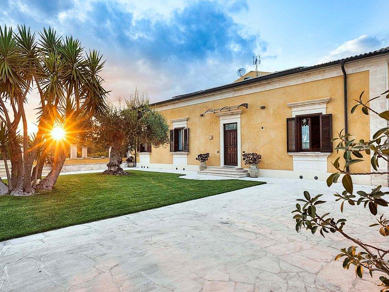 San Corrado di Fuori Villa Sleeps 8 with Pool Air Con and WiFi - 5810511, holiday rental in Lenzevacche