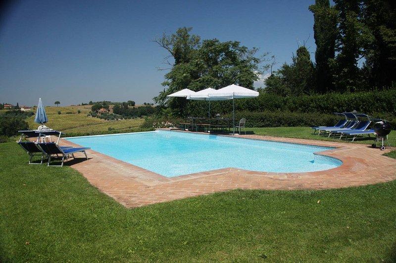 Big villa with swimming-pool & Wifi, holiday rental in Villastrada
