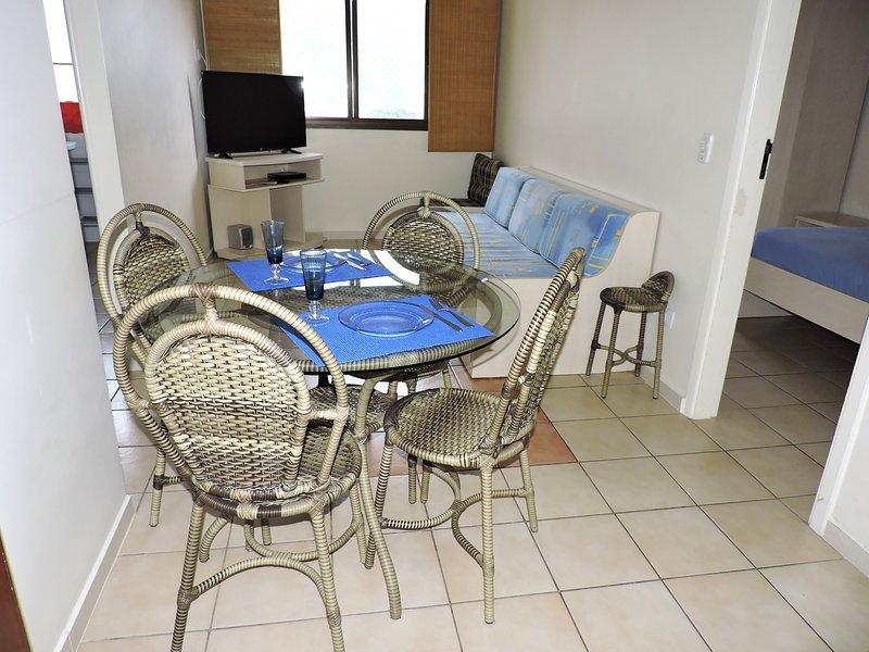 Apartamento 46-B de 1 dormitório para 5 pessoas a uma quadra da Praia Grande, vacation rental in Ubatuba