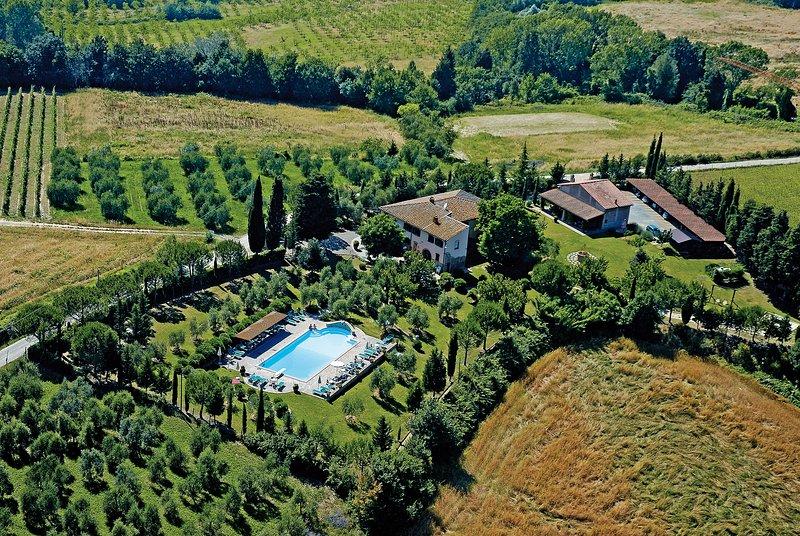 Apartment in Farmhouse (Viola 2+2) province of Pisa, Volterra, San Gimignano, vacation rental in Volterra