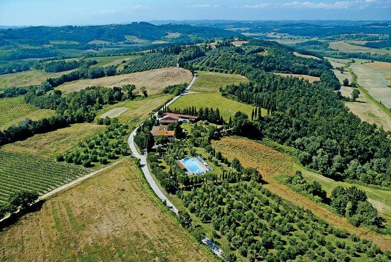 Apartment in Farmhouse (Mimosa 2+2) province of Pisa, Volterra, San Gimignano, holiday rental in Volterra