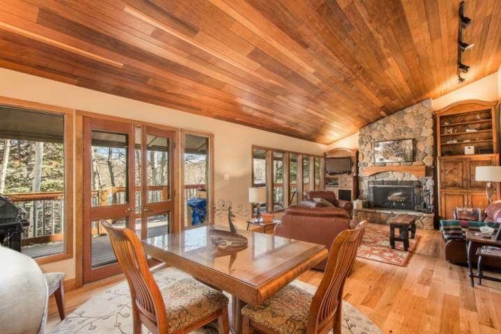 Open Floor Plan w Hardwood Floors, Vaulted Ceilings, Private Deck, Oversized Leather Furnishings, Fireplace, HDTV, WiFi, Cable