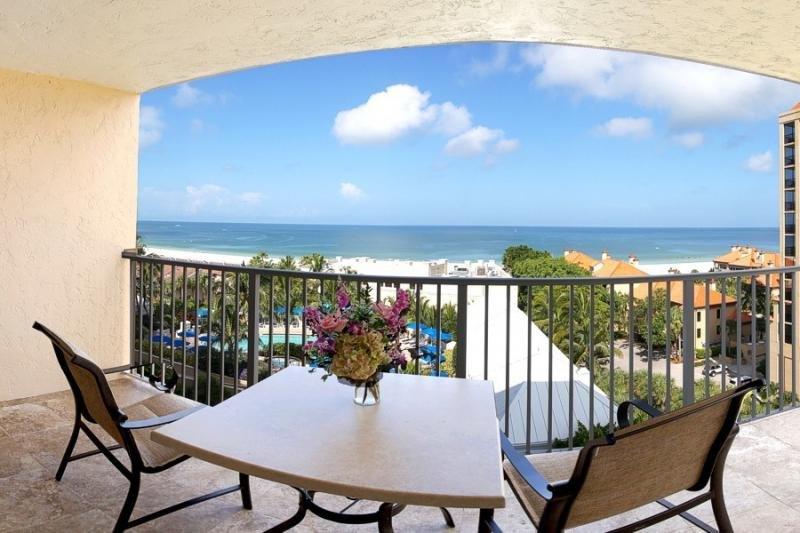 Una vista dal tuo balcone personale, in qualsiasi momento della giornata è incredibile e rilassante!