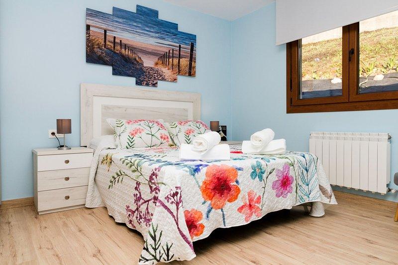 Blue House Sopela casa entera para 7 personas cerca de las playas de Sopelana, holiday rental in Sopelana
