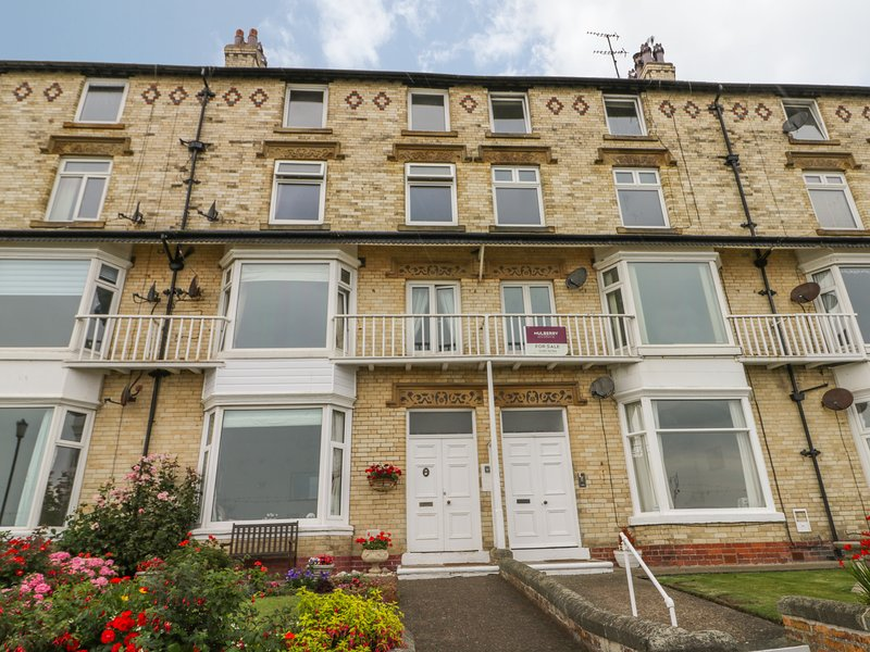 15D THE BEACH third floor apartment, sea views, WiFi, beach opposite, in Filey, vacation rental in Filey