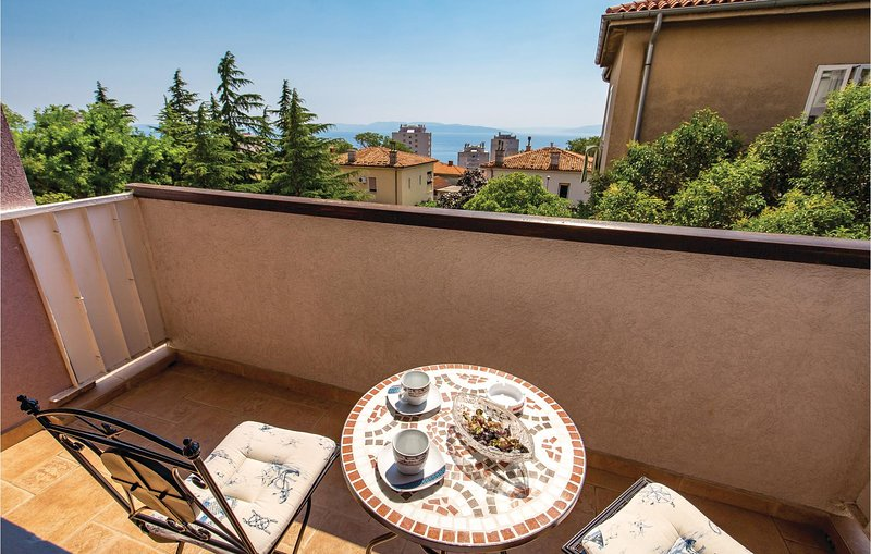 Amazing apartment in Rijeka with WiFi and 2 Bedrooms (CKO027), holiday rental in Soboli