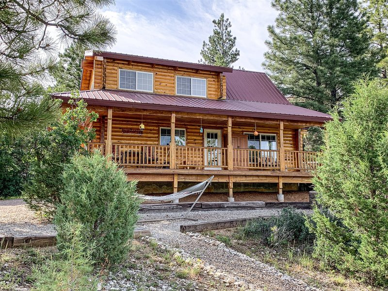Deer Crossing cabin 2 bdrm / 2 bath sleeps 8 in beds, casa vacanza a Hatch