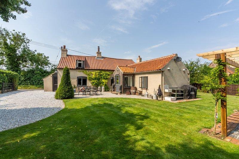 Stone Cottage, vacation rental in Briston