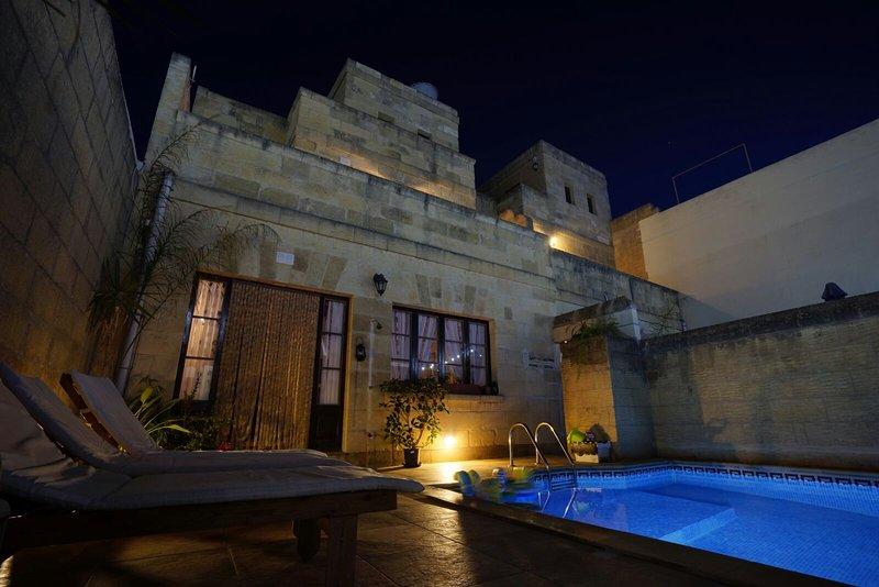 Grotto's Paradise B&B - Xlendi, holiday rental in Gharb