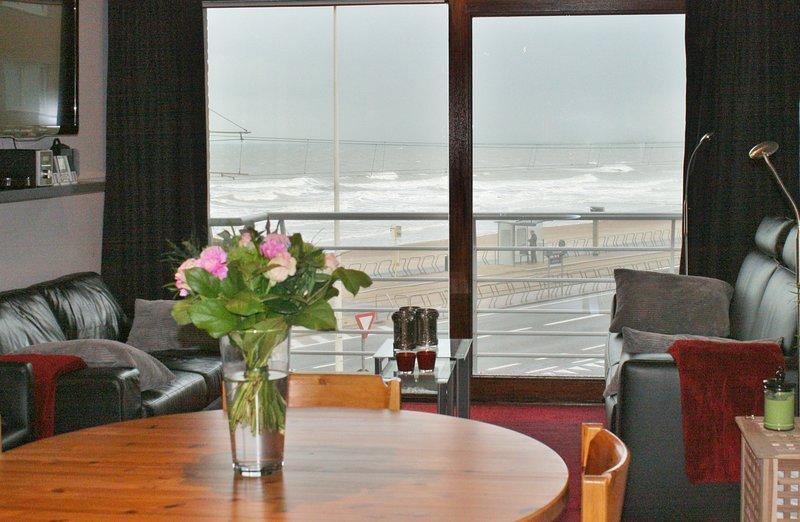Apartement vue de mer pour 6 personnes prêt de Raversijde et de l'Atlantikwall, holiday rental in Ostend