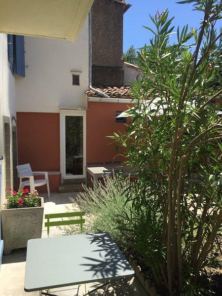 Carcassonne. Jolie maison de village., holiday rental in Saint-Polycarpe