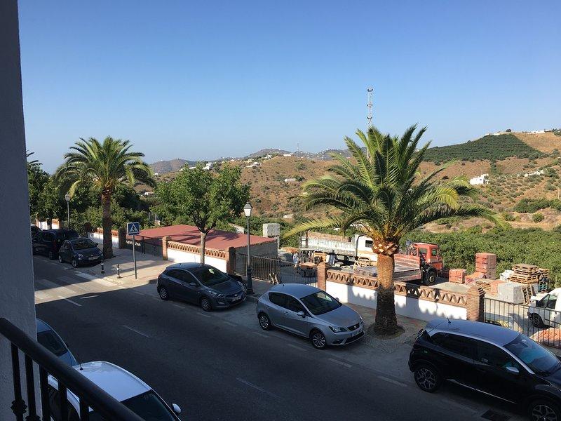 Two bedroom apartment with air con & free superfast wifi in Frigiliana, alquiler de vacaciones en Frigiliana
