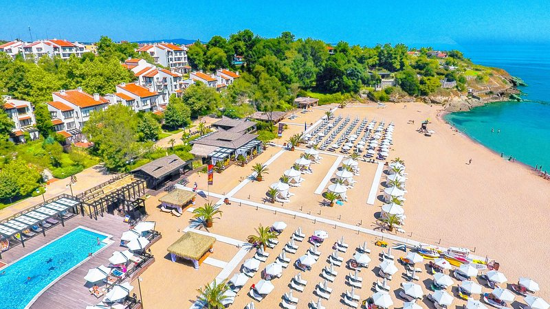 Amazing Suite With Beachfront Access And Pool, vacation rental in Ahtopol
