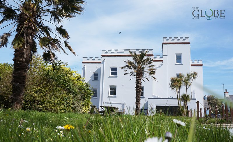 The Globe,  Angle, holiday rental in Herbrandston