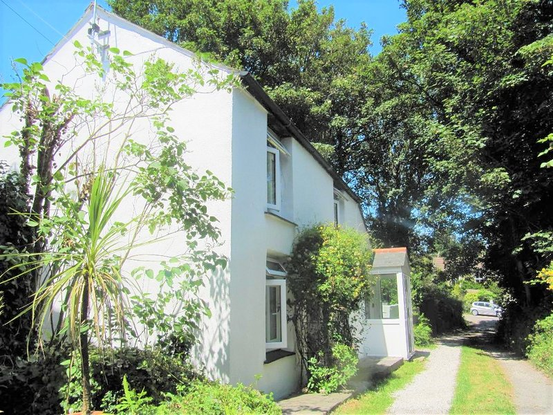 Beautiful Valley Cottage--nr sea- family/dog friendly -comforts of a modern home, Ferienwohnung in Redruth