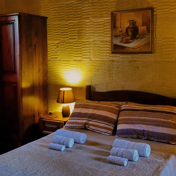 Grotto's Paradise B&B - Malta, holiday rental in Gharb
