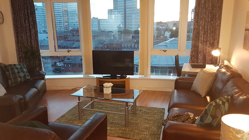 City centre 2 bed apartment Nottingham- Spacious open living area.Twilight view.